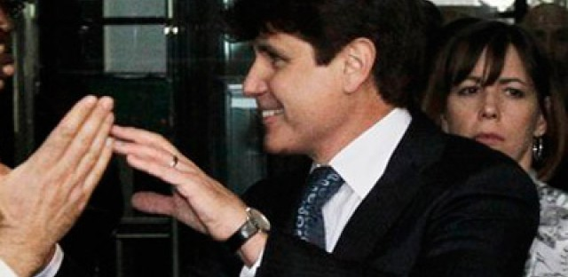 Sound/Video bite of the day: Blagojevich signs a piece of fruit