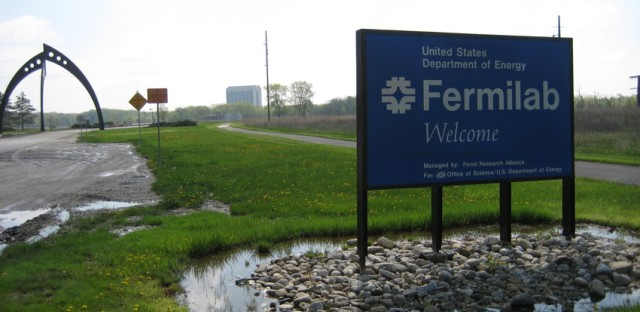Fermilab scientists applaud Higgs boson discovery