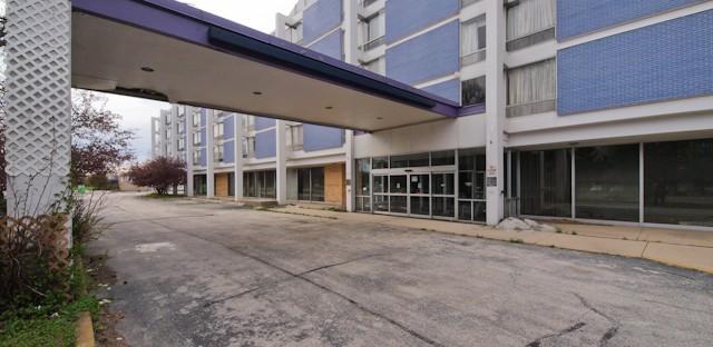'Purple' razed? Lincolnwood landmark hotel might kiss the sky--or face foreclosure