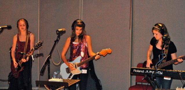 Purple Apple: Teen rock group immune to Bieber fever