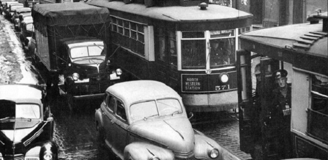Streetcars caught in Milwaukee Avenue traffic, 1947