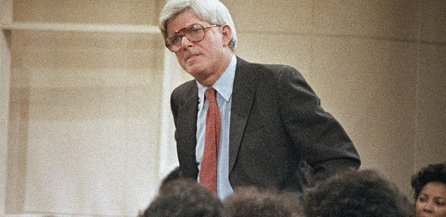 "Phil Donahue speaks with the audience during the first New York broadcast of the ""Donahue"" show on Jan. 8, 1985. (AP Photo/Dave Pickoff)"