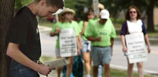 A Downers Grove High School senior reads 'Hamlet' while teachers picketed in 2002.
