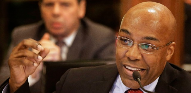 Illinois Sen. Kwame Raoul (D-Chicago) speaks to lawmakers during a Senate Executive Committee hearing on May 16, 2013.