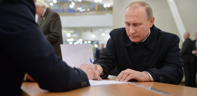 Vladimir Putin Gets His 2016 Election Ballot