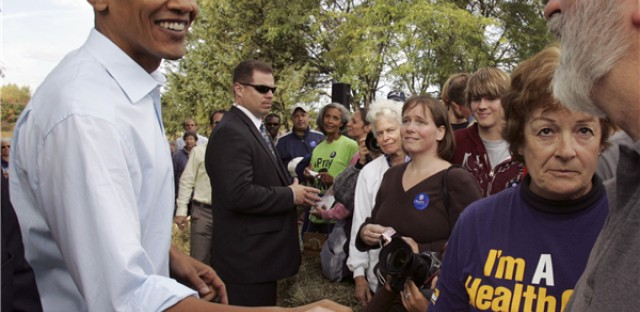 Sen Barack Obama, with Secret Service while campaigning in Londonderry, N.H. (AP Photo/Jim Cole)