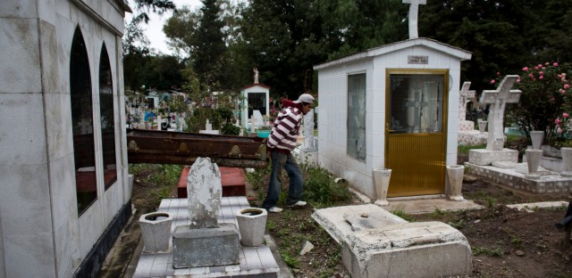MEXICO OVERFLOWING CEMETERIES