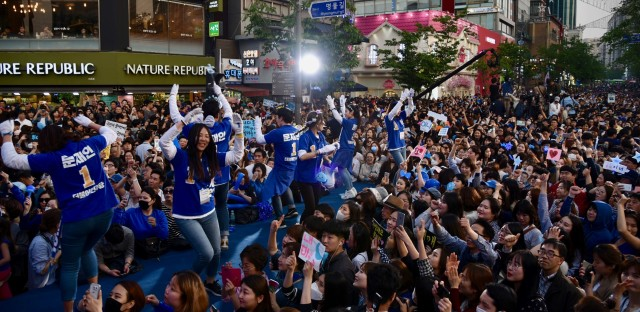 Amateur K-pop dancers perform at a presidential campaign rally for Moon Jae-in, the candidate for Korea's Democratic Party, in Seoul on Saturday.