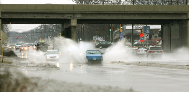 Melting snow caused Chicago area flooding in 2008. Cars driving under the Interstate 294 overpass kicked up water in Des Plaines on Dec. 27, 2008. (AP Photo/The Daily herald, Daniel White)