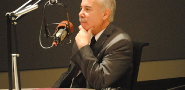 Chicago mayoral candidate Miguel del Valle campaigns as a reformer