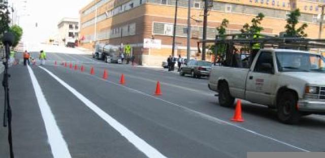 Kinzie Street, before protected bike lanes