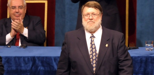 Ray Tomlinson celebrates after receiving the 2009 Prince of Asturias Award Laureate for the Technical and Scientific Research from Spain's Prince Felipe.