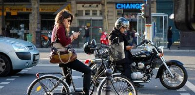 Chicago alderman wants to crackdown on distracted cycling