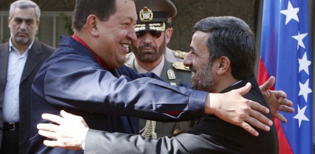 Hugo Chávez and Mahmoud Ahmadinejad embrace.