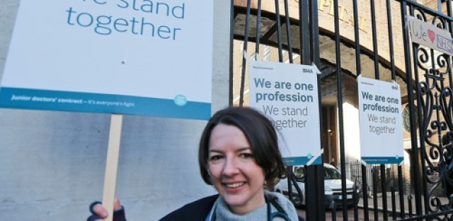 British doctors go on strike to protest new contract