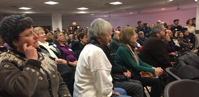 An interfaith alliance of northwest suburban congregations packed the Muslim Education Center in Morton Grove on Sunday afternoon. The alliance is mobilizing to push for sanctuary city policies in their suburbs and for Illinois to become a sanctuary state.