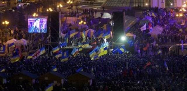 Ukrainians take to the streets of Kiev