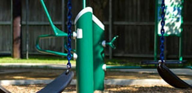 Free-range parenting faces critics
