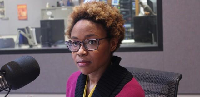 Chicago Tribune higher education reporter Dawn Rhodes (Summer Haris/WBEZ).