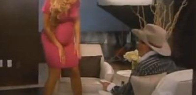 A conspiracy unfolding (or folding): Beyonce's baby-bump (or lack thereof)