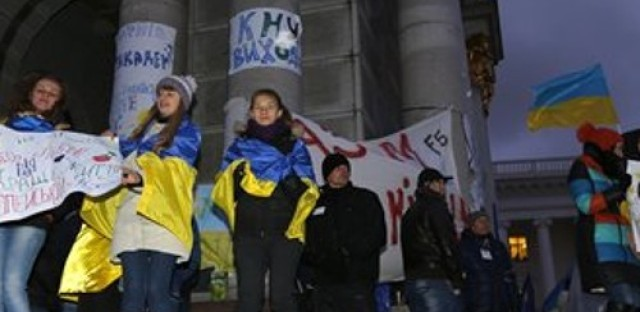 Global Thanksgiving, Honduran elections, protests in Ukraine and the Nobel Prize