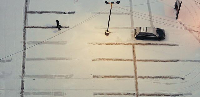 Shoveling the lines: Photo of the Day - January 25, 2013