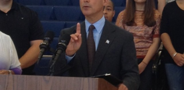 Emanuel defends vetting of indicted ex-comptroller