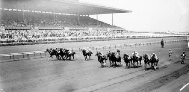 Start of a race in Arlington Park's first season, 1927