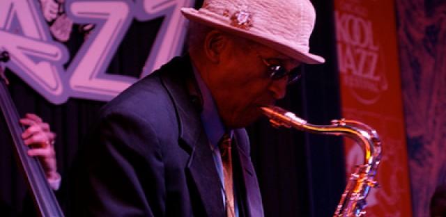 Legenday jazz saxophonist Von Freeman receives local and national accolades