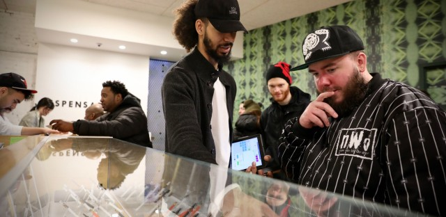 Dispensary 33 Opens On First Day Of Legal Weed Sales In Illinois