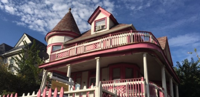 This hard-to-miss pink and white house in Chicago's Austin neighborhood is up for now up for sale, nearly 30 years after it was painted.