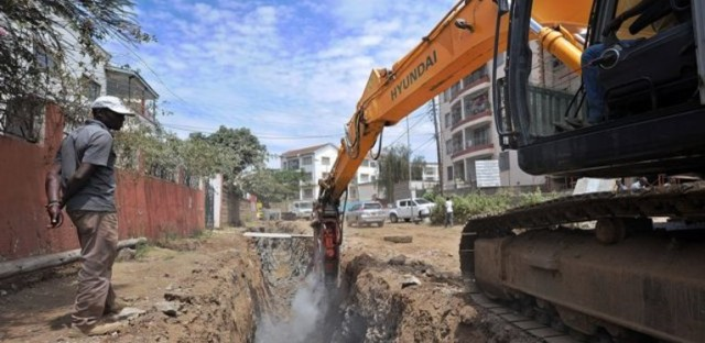 Workers excavate earth at a residential area in southern Nairobi on October 6, 2015, to create larger drainage channels. Heavy floods and drought expected around East Africa, sparked by the El Nino weather phenomenon in coming weeks, could put thousands of lives at risk, the United Nations warned. (Tony Karumba/AFP/GETTY IMAGES