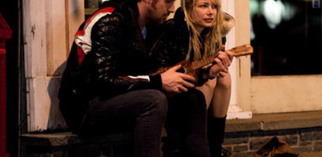 'Blue Valentine' follows demise of a young love story
