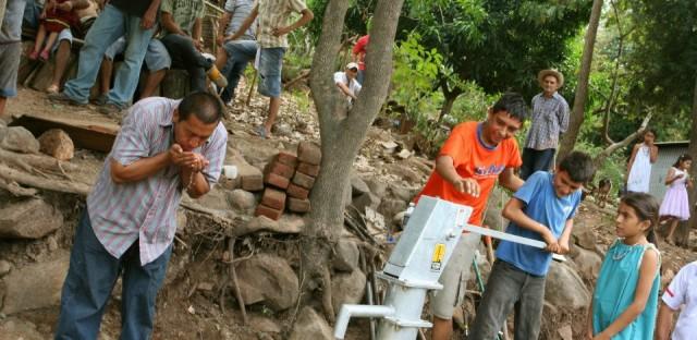 Living Water International in El Salvador