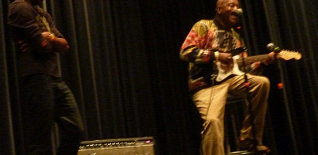 Famous blues musician Buddy Guy makes special appearance at grandson's school