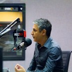 Reza Aslan discusses the current debate around immigration policy in WBEZ studios.