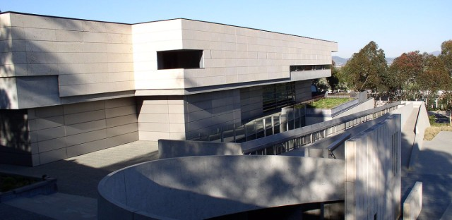 Tod Williams Billie Tsien Architects also designed the Neurosciences Institute in La Jolla, California.