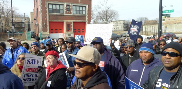 Chicago mail carriers protest proposed cuts of Saturday delivery
