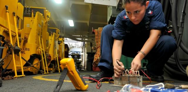 women_trade_navy_officer