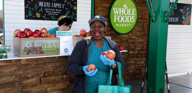 To celebrate its one year anniversary, the Whole Foods store in Chicago's Englewood neighborhood held a free farmer's market.