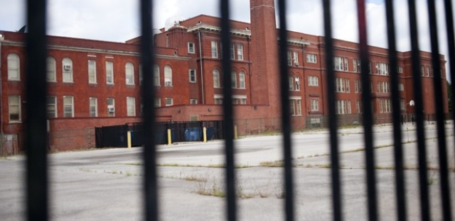 Chicago Public Schools briefly posts plans to market, sell shuttered schools