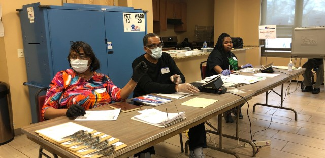 Chicago election judges facemasks