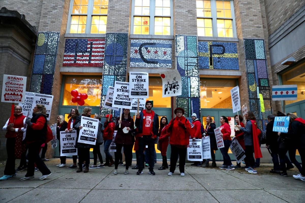CTU strikers at Peirce Elementary