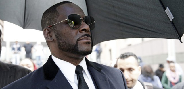 R. Kelly leaves the Leighton Courthouse in Chicago, Ill., on May 7, 2019, following a hearing in relation to the sex abuse allegations made against him. (Nuccio DiNuzzo/Getty Images)