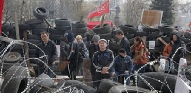 Government tries to regain control in eastern Ukraine