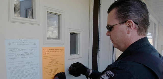 Cook County Sheriff's deputy posts eviction notice