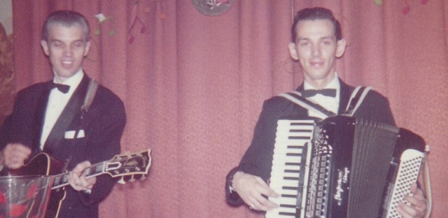 Jerry's father Norm accompanies him on guitar at the Lipstick Longue in 1961.