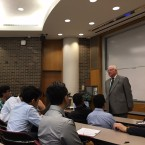 14th ward alderman Ed Burke speaks to students about the future of Chicago at the University of Illinois at Chicago.