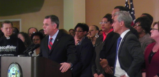 Chicago mayor, police chief rally around tougher gun laws