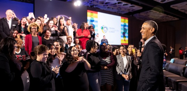 Former President Barack Obama takes a group photo with the Community Leadership Corp participants at the Obama Foundation Summit in Chicago on Monday, Nov. 19, 2018.